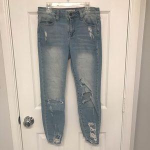 Light wash destructed jeans